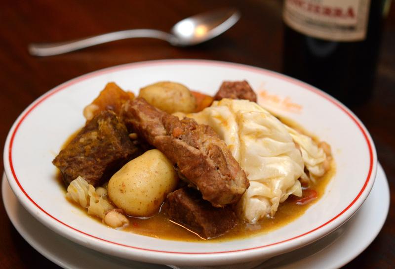 O locro, tradicional cozido, é servido em ocasiões especiais