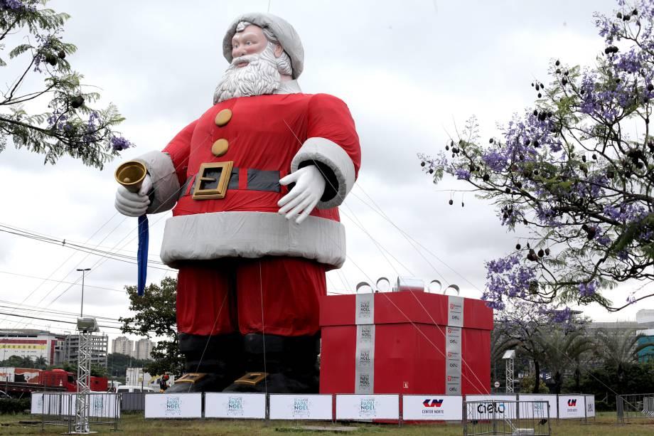 O Papai Noel do Center Norte tem 20 metros de altura