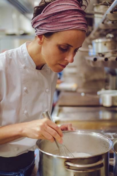 A chef Helena Rizzo assume a cozinha sozinha desde março de 2017, após a saída do ex-sócio, o chef Daniel Redondo