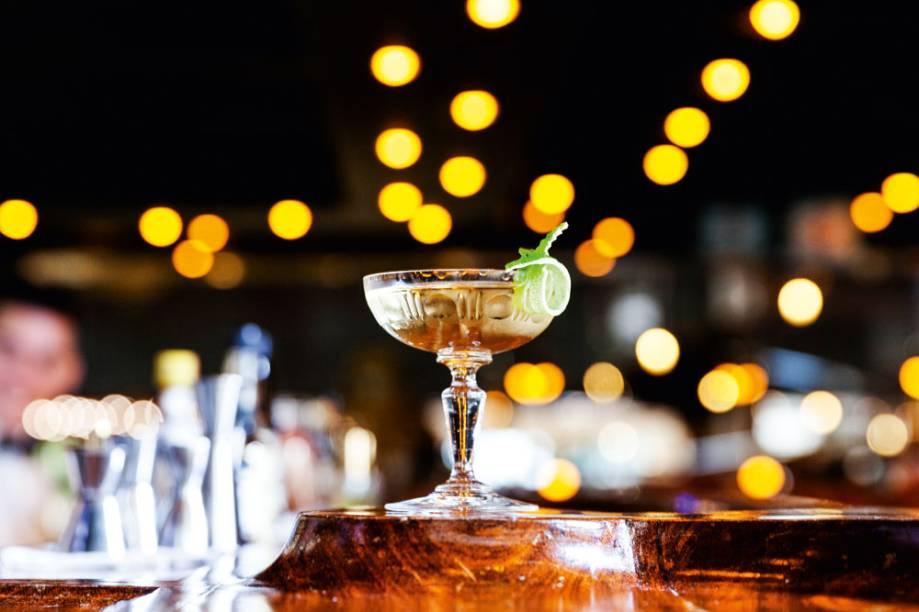 Marguerite, martíni de gim, vermute Noilly Prat e bitters aromáticos