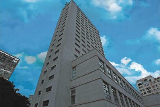 Depois da reforma: 22 andares de fachada foram restaurados, e a praça ao seu redor ganhará 25 000 mudas de planta