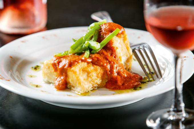 Maripili – Bacalhau à vizcaína: posta frita e ao molho de tomate