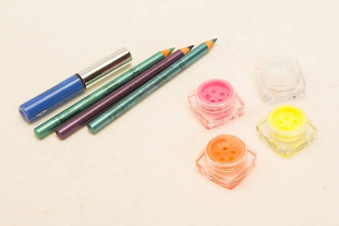 Máscara para cílios, lápis e sombras, da Contém 1g