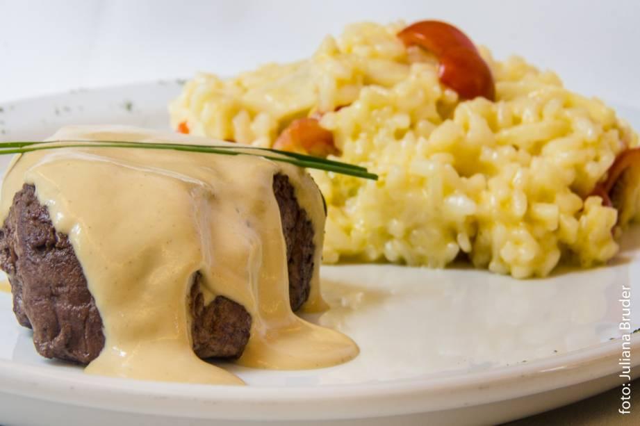 Gigetto: medalhão de filé mignon ao molho mostarda dijon com risoto de pupunha e tomate cereja