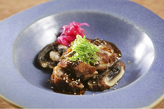 Aizomê - Filé-mignon empanado e recheado de foie gras ao molho agridoce