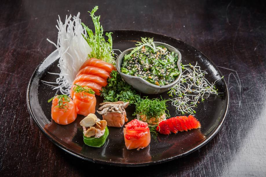 Sushis e sashimis servidos no rodízio do Manihi Sushi