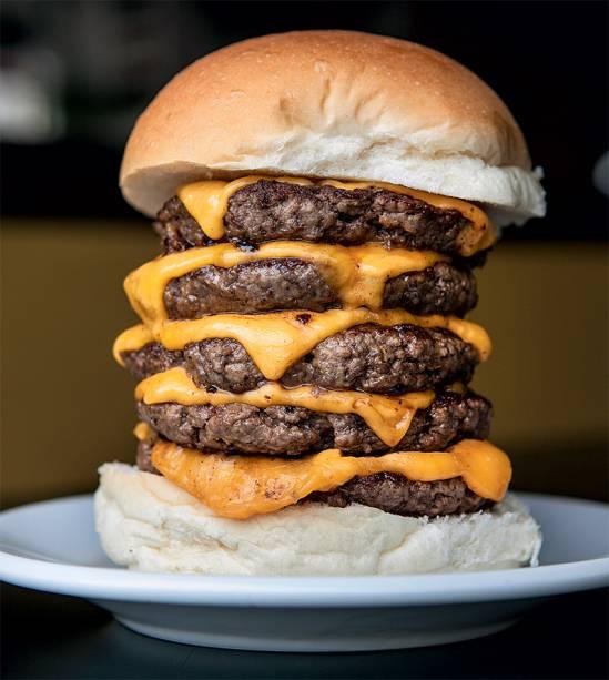 Mach 5: cinco hambúrgueres de 100 de gramas e queijo prato