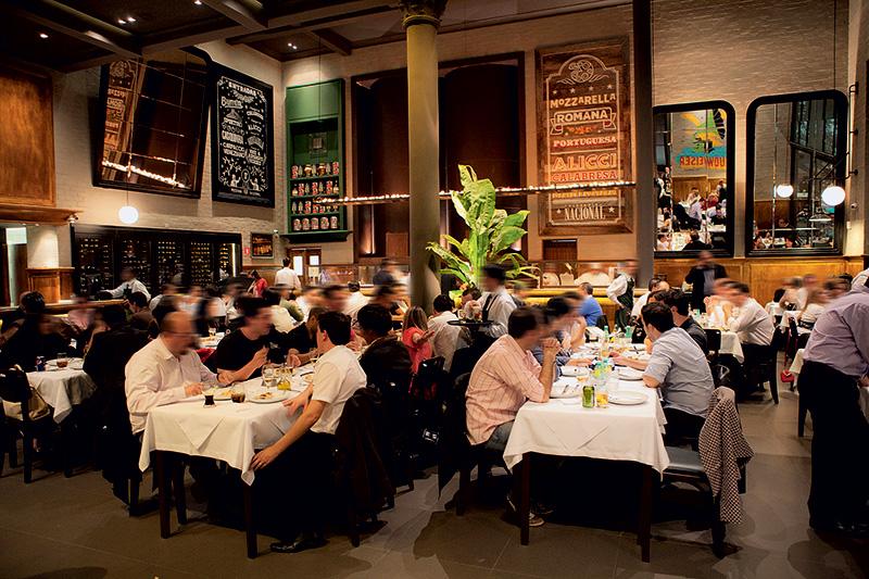 Pizzaria Nacional: o bonito salão