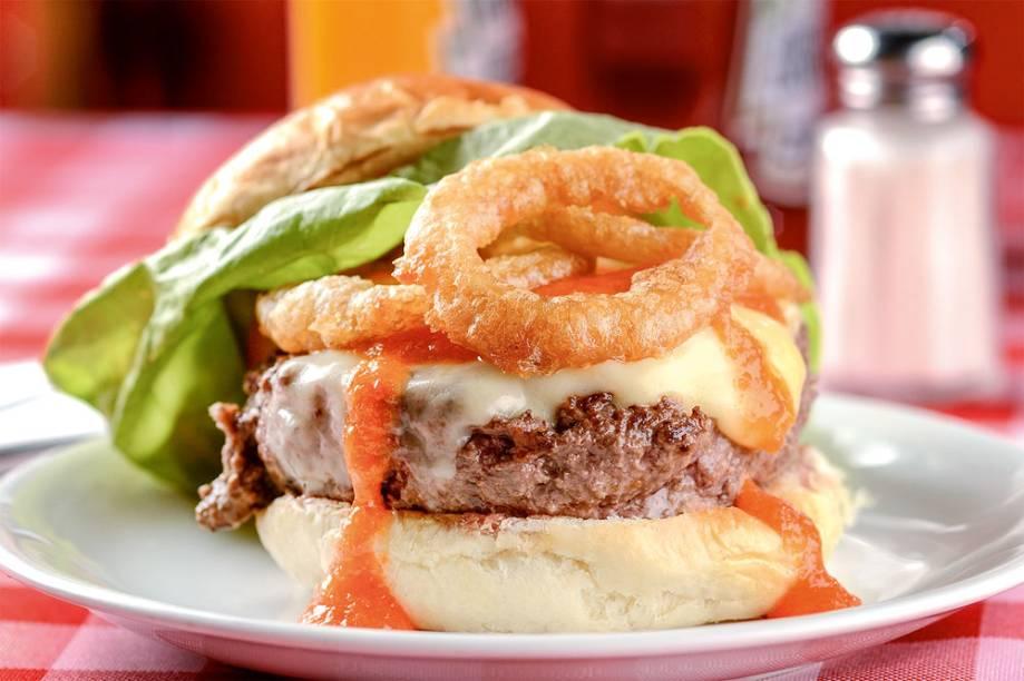 Minas burger: com geleia de pimenta-biquinho e anéis de cebola empanados