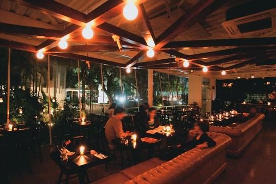 O restaurante Chez Mis: burburinho noturno