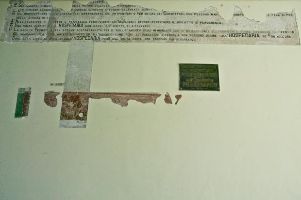 Restauração: mensagens em italiano foram encontradas nas paredes