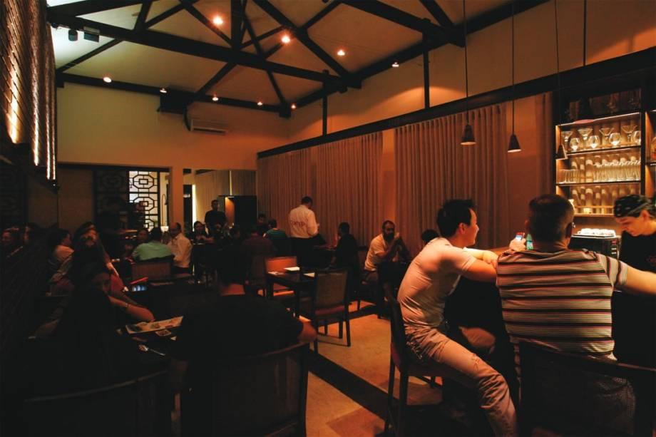 O agradável e concorrido salão: 42 lugares