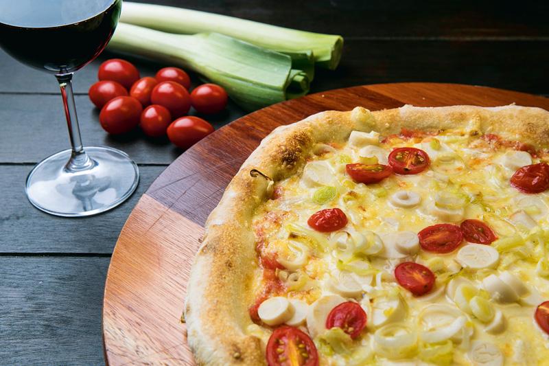 Pizza napolitana: palmito e alho-poró