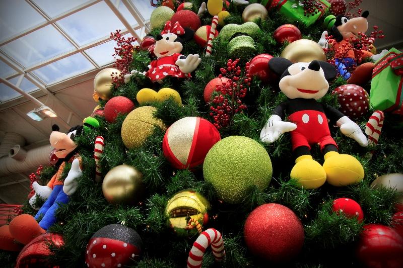 A decoração de Natal do Shopping Jardim Sul conta com personagens da Disney