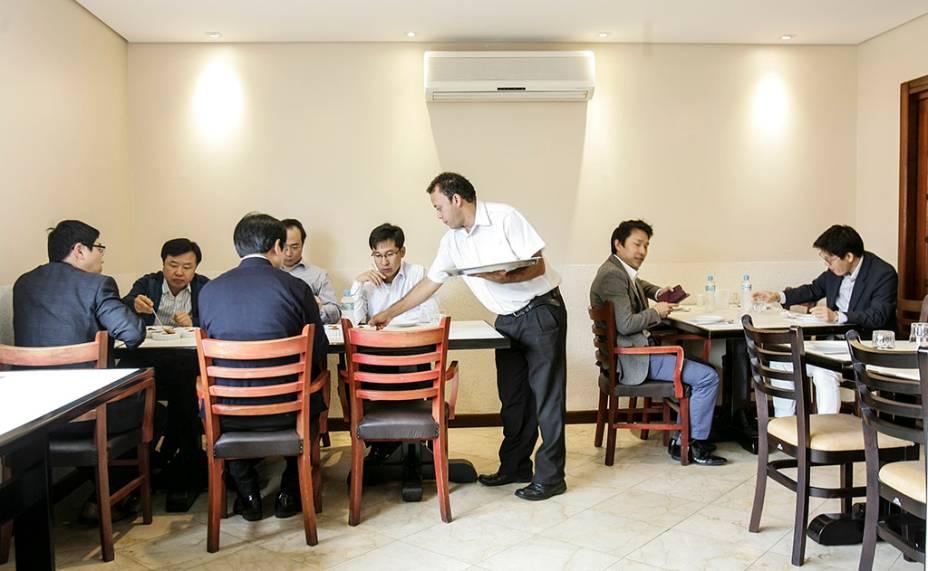 Muito simples, o salão tem público formado predominantemente por membros da colônia coreana