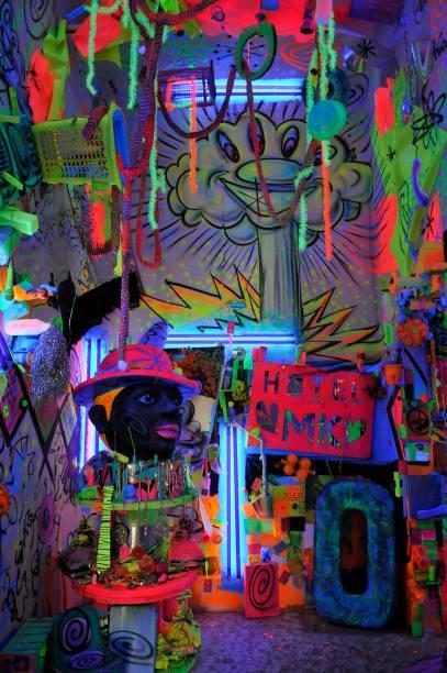 Kenny Scharf criou a Cosmic Cavern