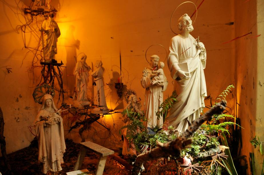 Rodrigo Bueno usou esculturas que estavam abandonadas no local