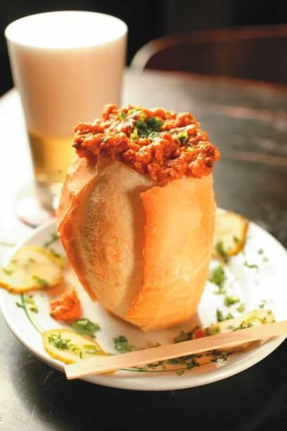 Acompanhamento para ótimo chope do Original: sanduíche buraco quente
