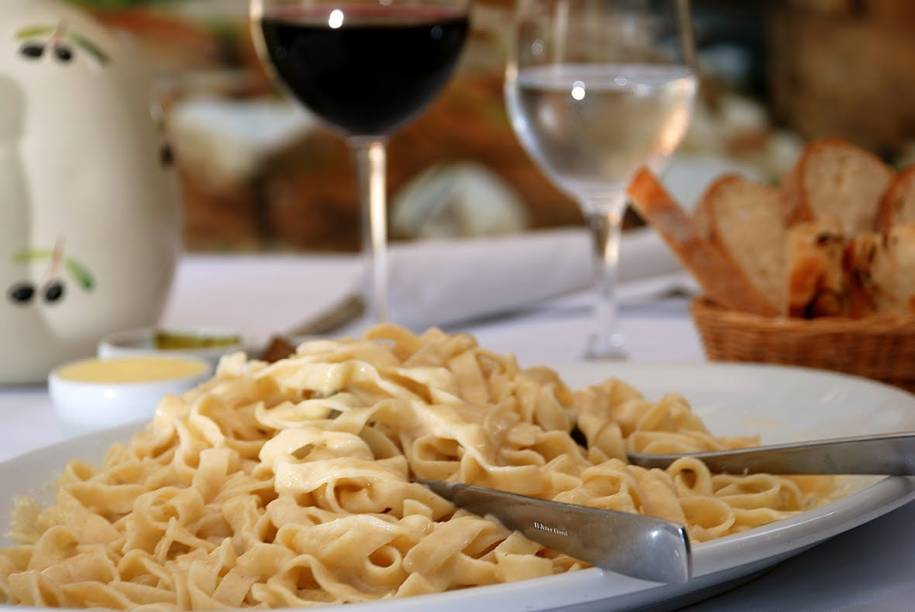 Osteria del Pettirosso: fettuccine imperiali leva apenas manteiga com queijo grana padano