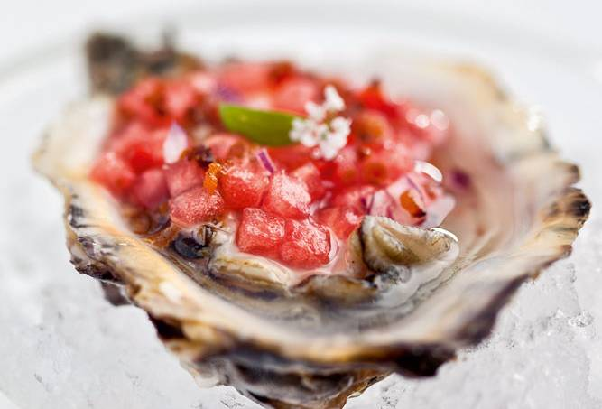 Amadeus – ostras com vinagrete de melancia e bacon