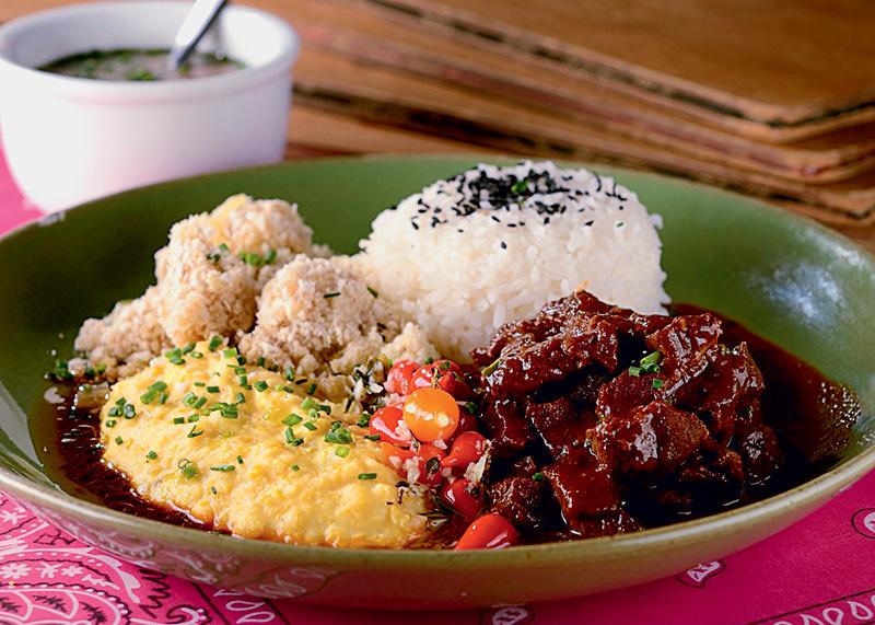 Picadinho com arroz, farofa e purê de milho: boa-nova
