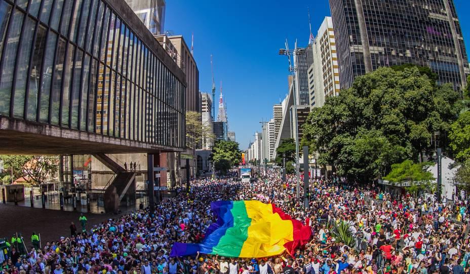 Parada Gay: 19ª edição ocorre neste domingo (7)