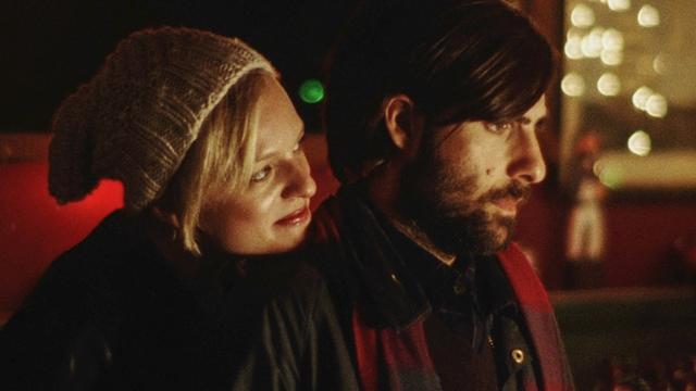 Cala a Boca, Philip: Ashley (Elisabeth Moss) e Philip (Jason Schwartzman)
