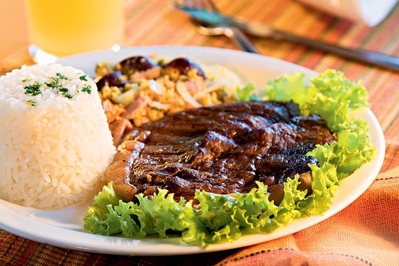 Picanha com arroz e farofa
