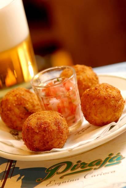 Porção do bolinho casquinha da portela, do cardápio regular, no bar Pirajá.