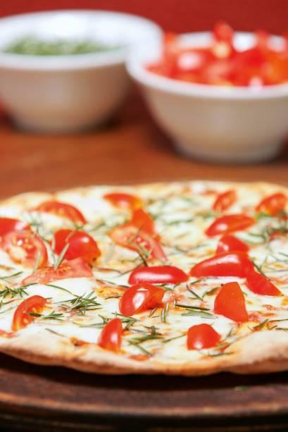Pizza: alecrim com mussarela e tomatinho