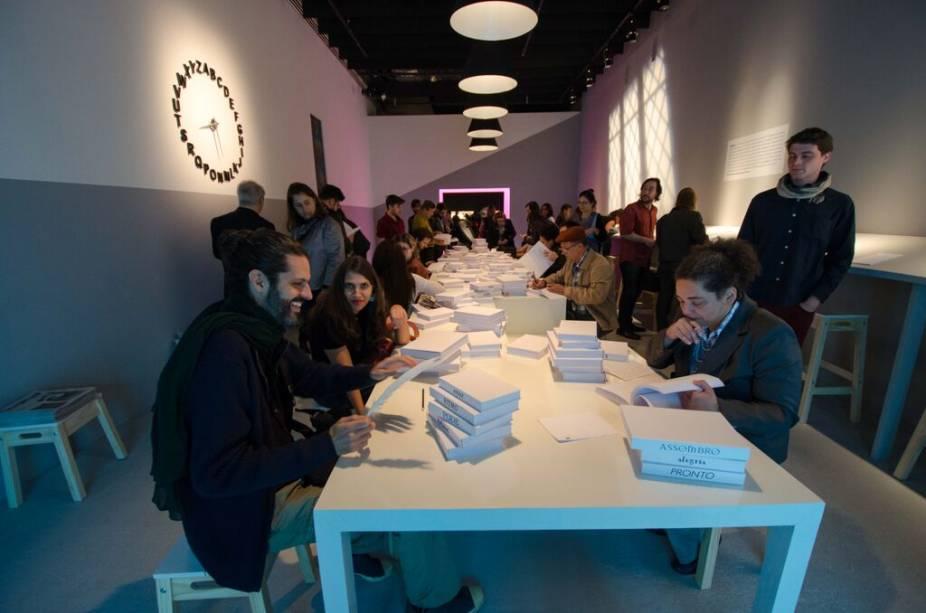 Versos de quase 500 poetas estão na exibição