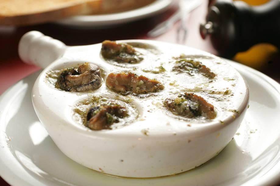 Porção de seis escargots na manteiga de alho e salsinha
