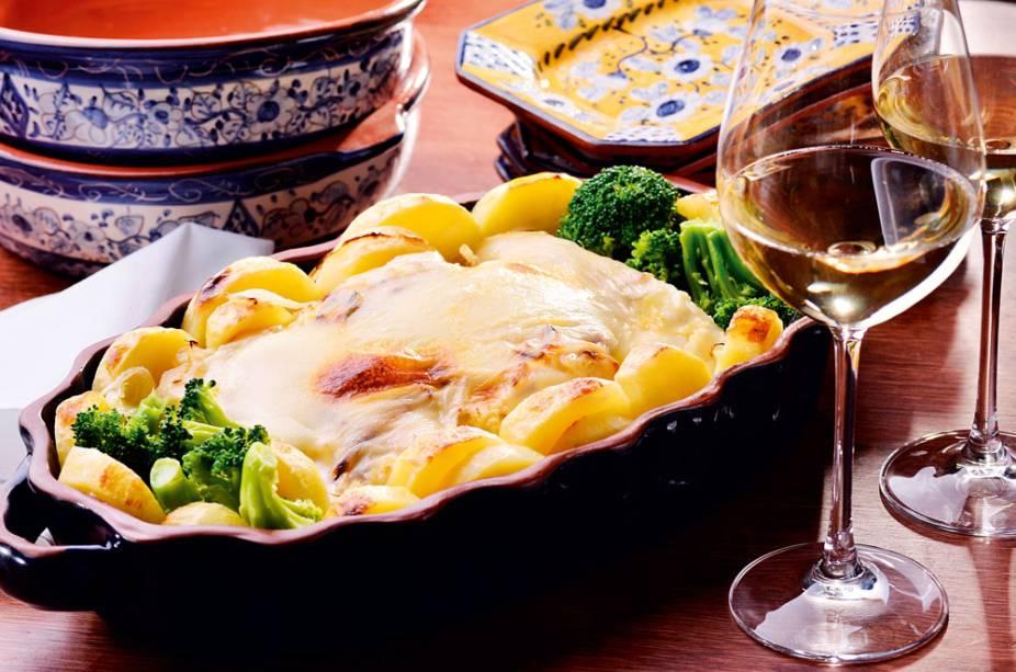 Bacalhau com batata, cebola e queijo da Serra da Estrela
