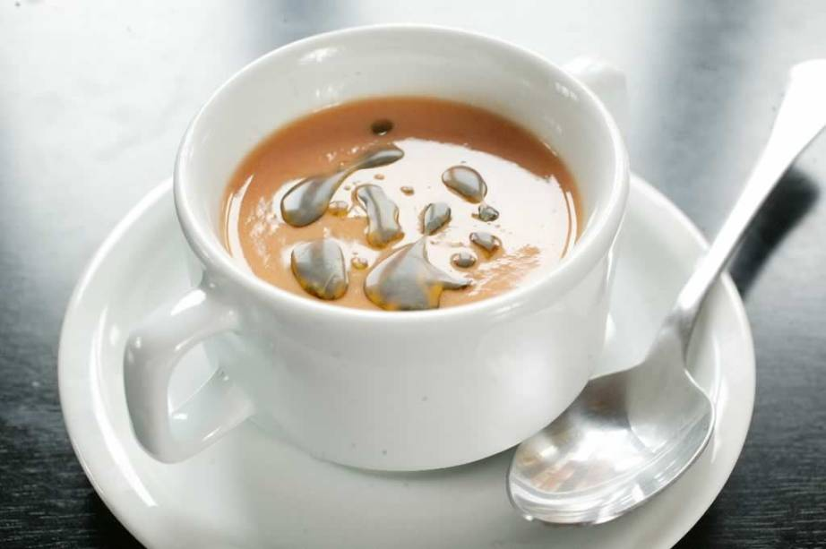 Gaspacho: sopa fria de tomate, pepino e pimentão