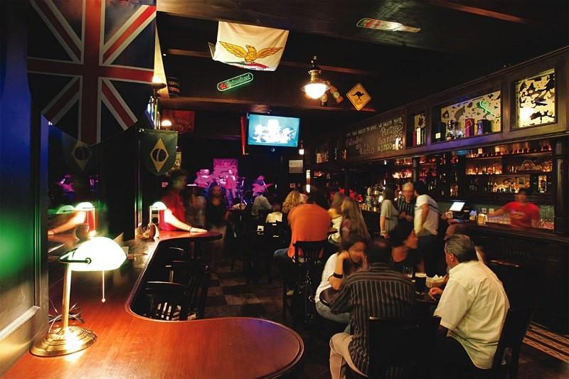 Ambiente do pub Rhino
