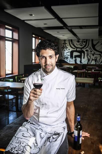 O chef Rodrigo Oliveira