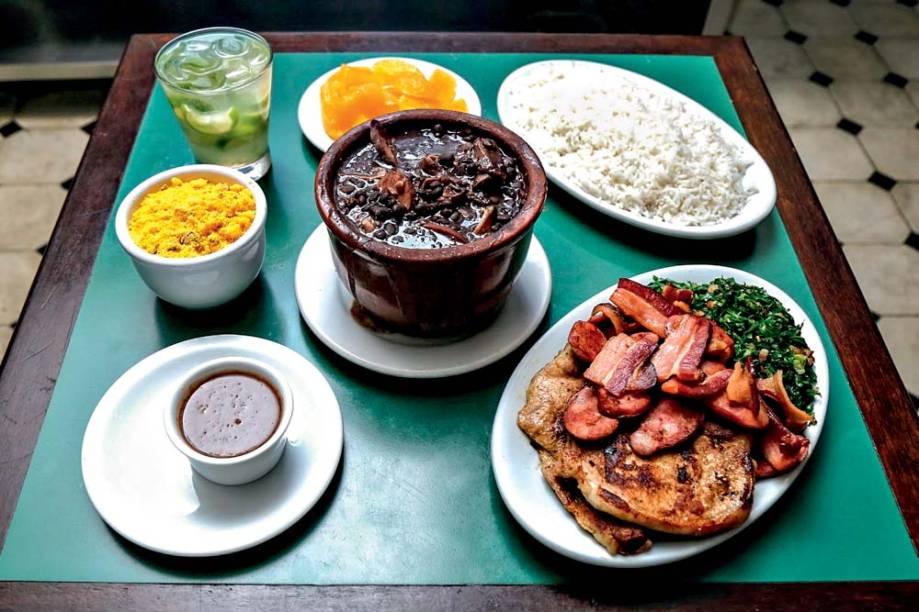 Feijoada no Juarez: o prato, que antes era servido em sistema de bufê, passa a vir somente na cumbuca