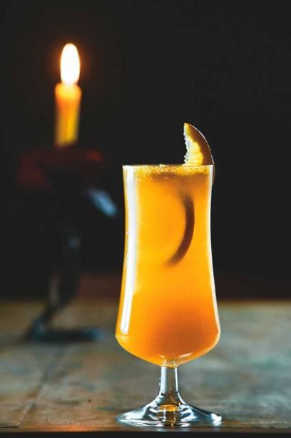 Um dos drinques preparados com espumante do Sacra Rolha: o valência vem acrescido de vodca e suco de laranja