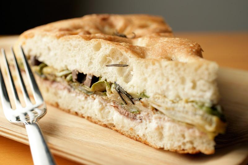 Os sanduíches são fornecidos pela rotisseria Antipasti, caso do de rosbife e abobrinha