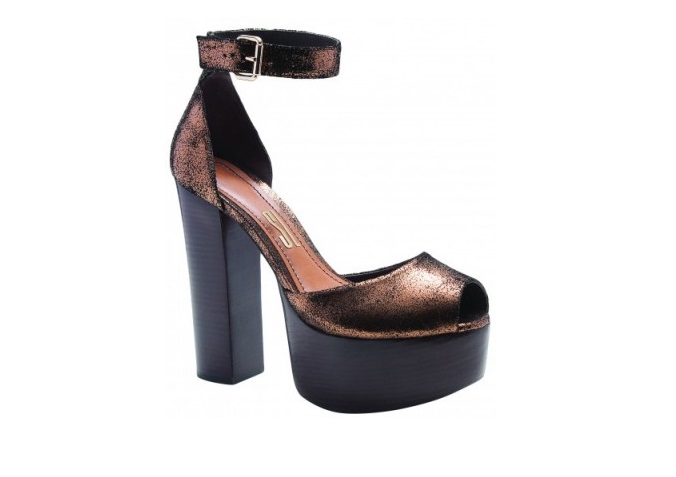 Santa Lolla: sandália metalizada