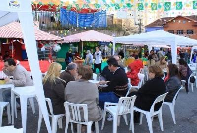 Festa tem comidas americanas, italianas e portuguesas.