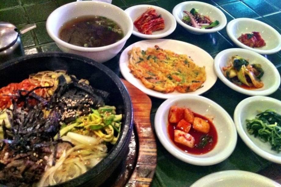 Dorsot Bi Bim Bap (risoto num prato de pedra bem quente)