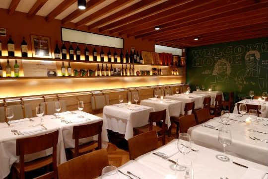 Salão do restaurante Serafina