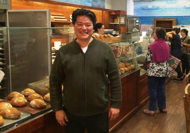 Rogério Shimura, da Shimura Pães e Doces: o padeiro do ano vende bolos de banana com nozes, laranja ou limão por 15 reaiscada