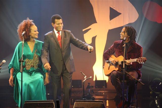 Família Rodrigues: Jair Rodrigues (centro) com os filhos Luciana Mello e Jair Oliveira