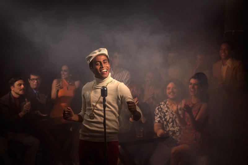 O ator Ícaro Silva interpreta o protagonista