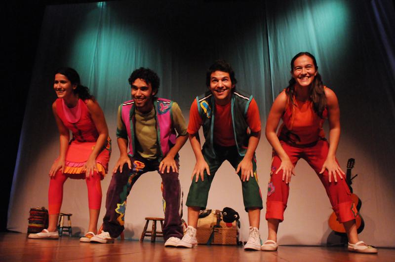 Tiquêquê: a trupe infantil apresenta seu show em um evento gratuito