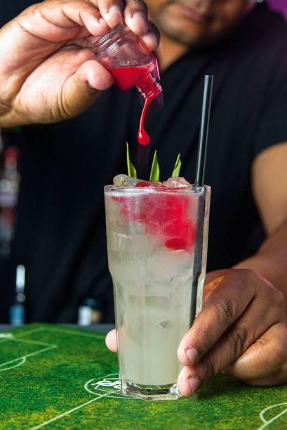 O drinque soul é uma atração: vem com um frasco de um líquido vermelho para ser misturado e dar o toque adocicado