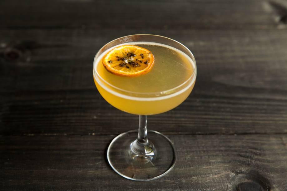 Drinque: sour de limão-cravo