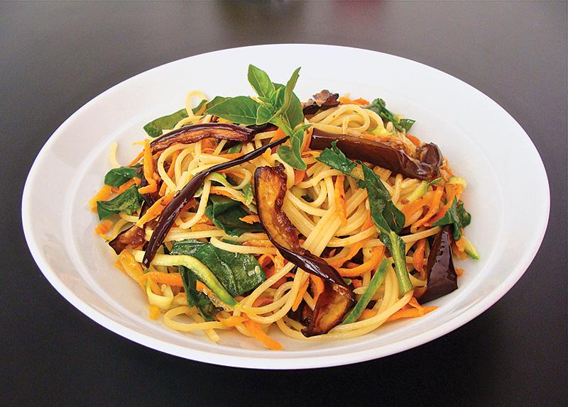 Sugestão de prato principal: espaguete com verduras e azeite